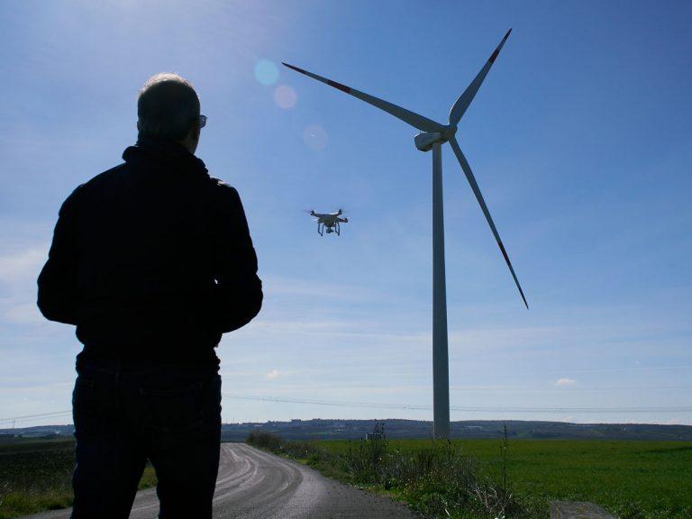 Pilota drone per riprese aeree